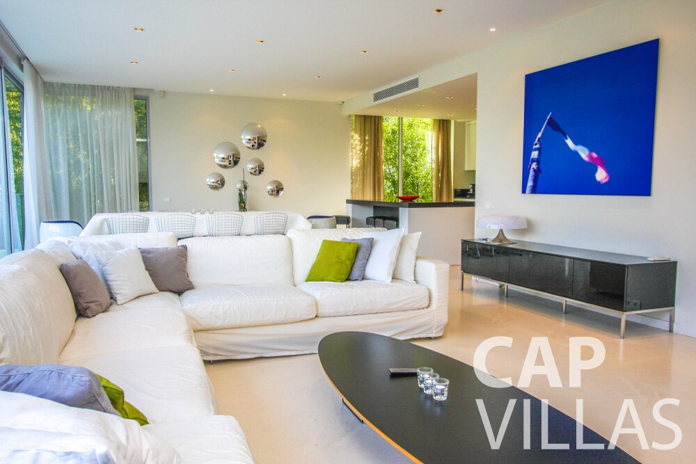 let Villa Ivy cap ferrat living room