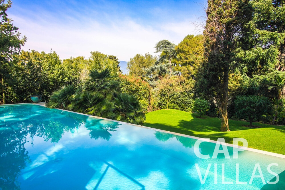 let Villa Ivy cap ferrat swimming pool