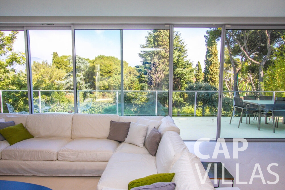 rent Villa Ivy cap ferrat living area