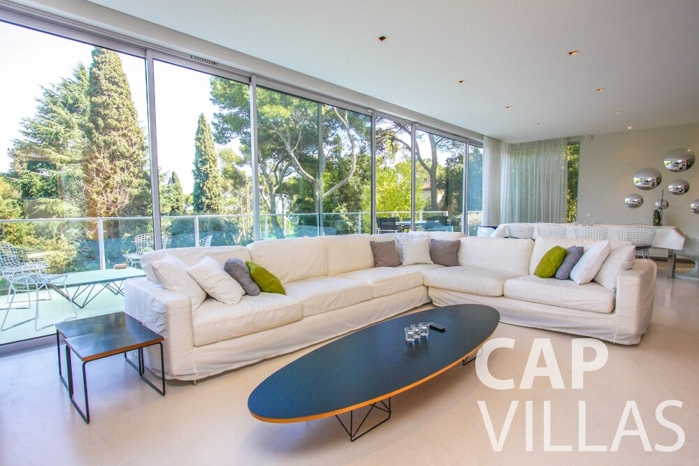 rent Villa Ivy cap ferrat living room