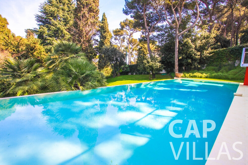 rent Villa Ivy cap ferrat swimming pool