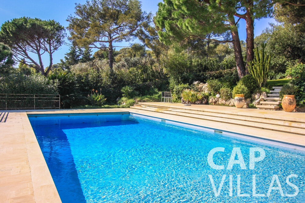 let Villa Lavender cap ferrat swimming pool