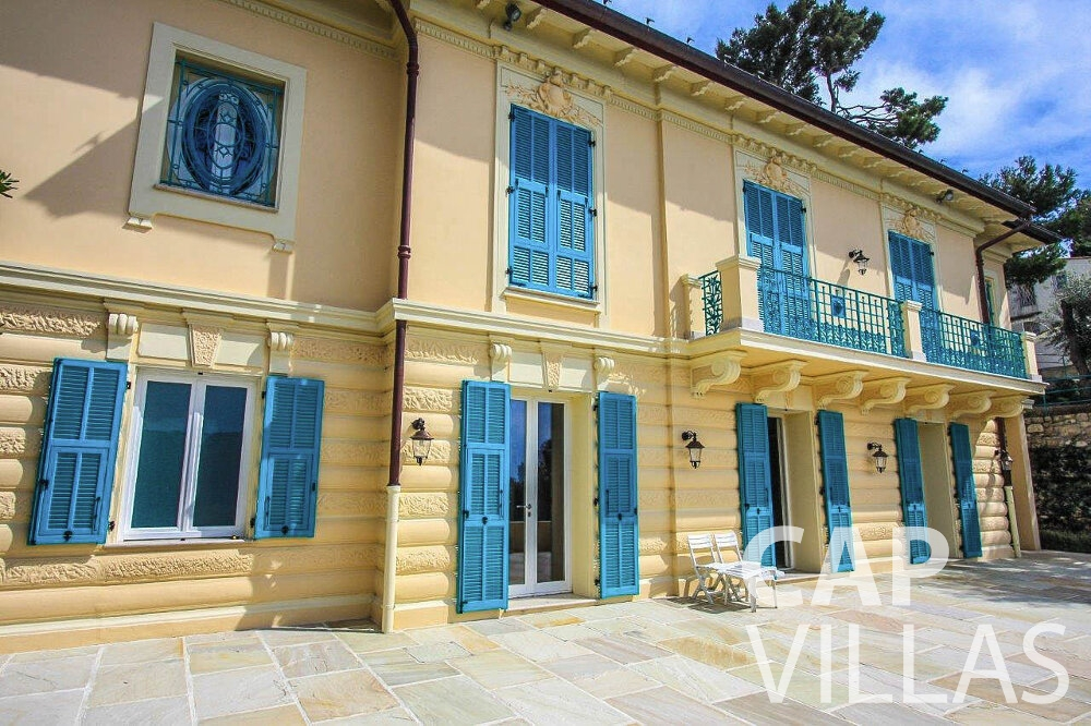 holiday house for sale cap ferrat outside view