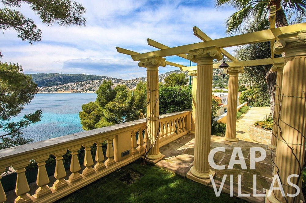 villa for sale cap ferrat columns