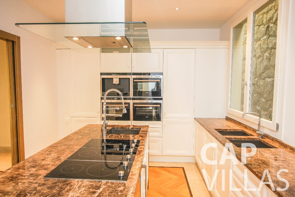 villa for sale cap ferrat kitchen