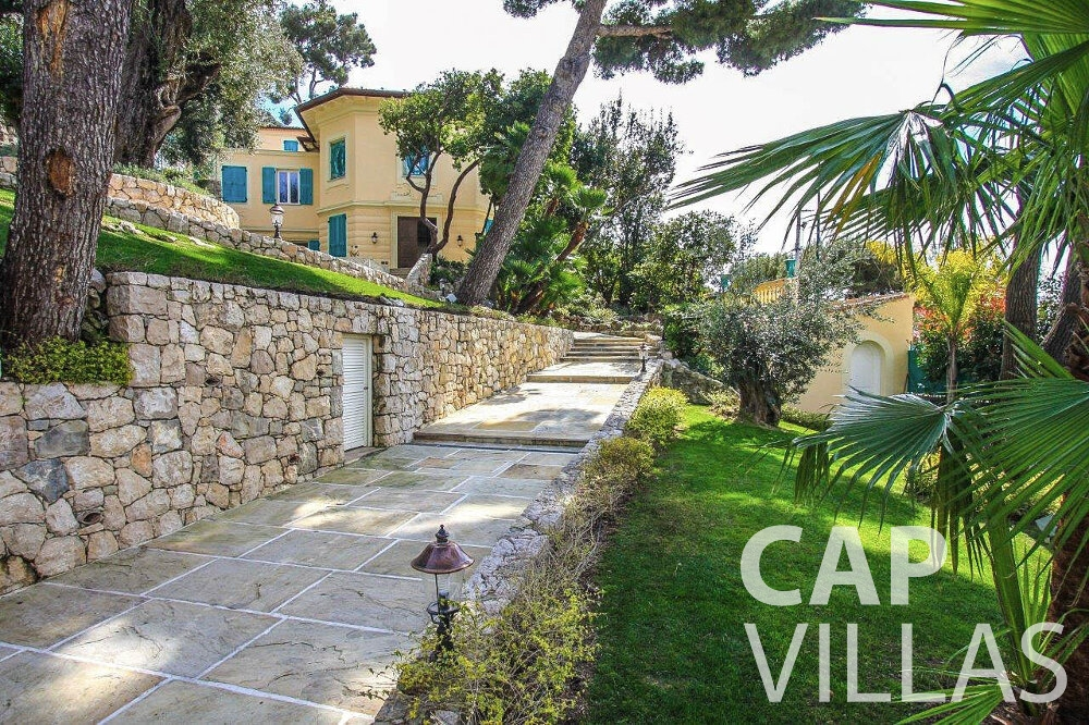 villa for sale cap ferrat walkway