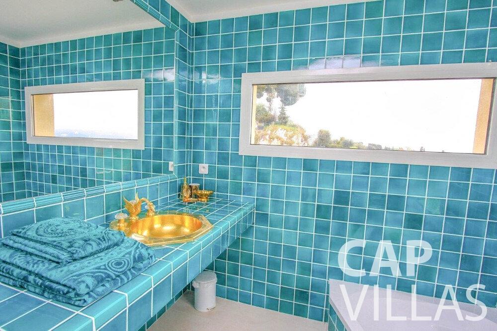 let Villa Marigold cap de nice batoom