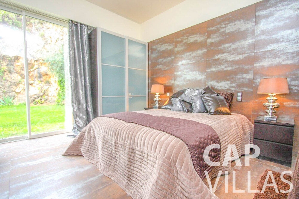 let Villa Marigold cap de nice bedroom
