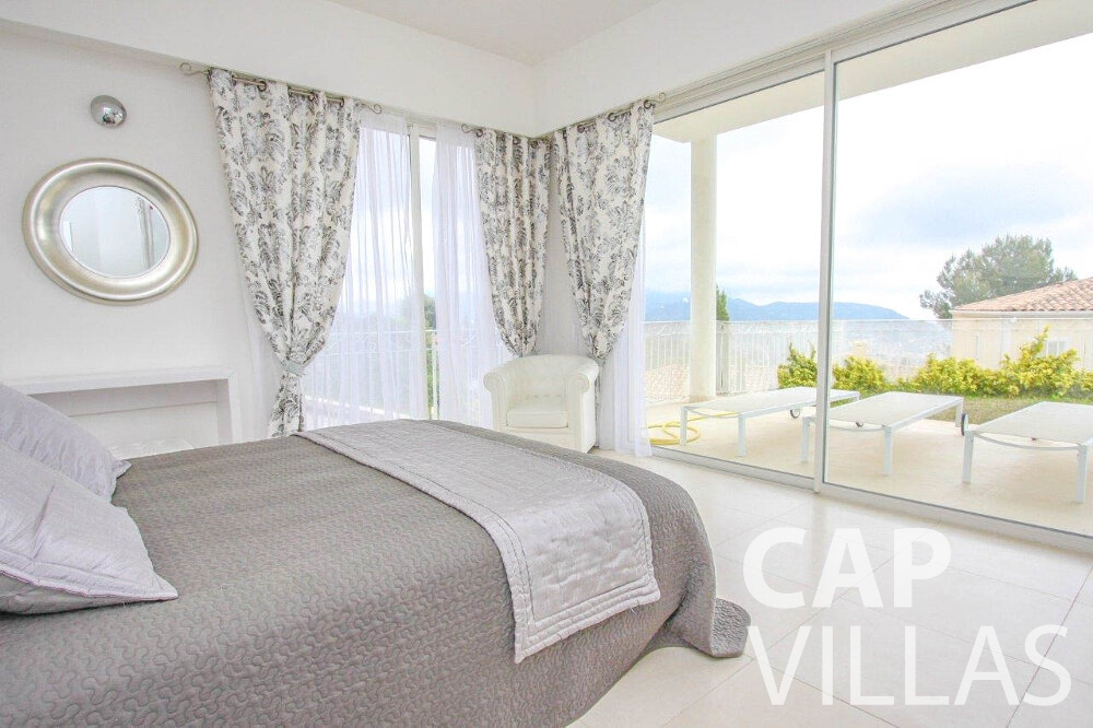 rent Villa Marigold cap de nice bedroom