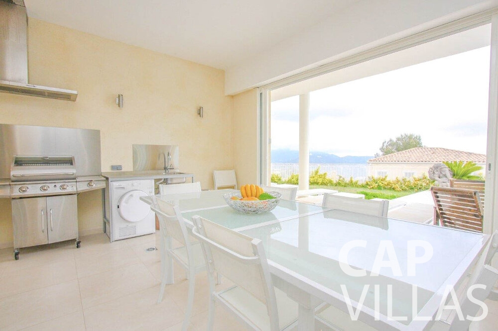 rent Villa Marigold cap de nice dining room