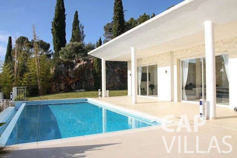 rent Villa Marigold cap de nice swimming pool