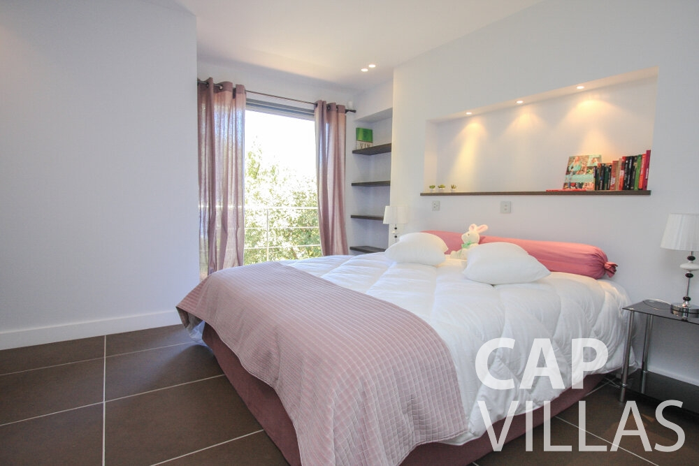 rent Villa Petal cap de nice bedroom