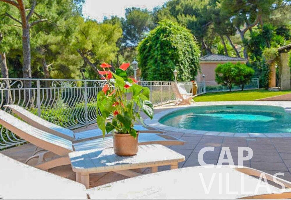 let Villa Primrose cap martin roquebrune swimming pool