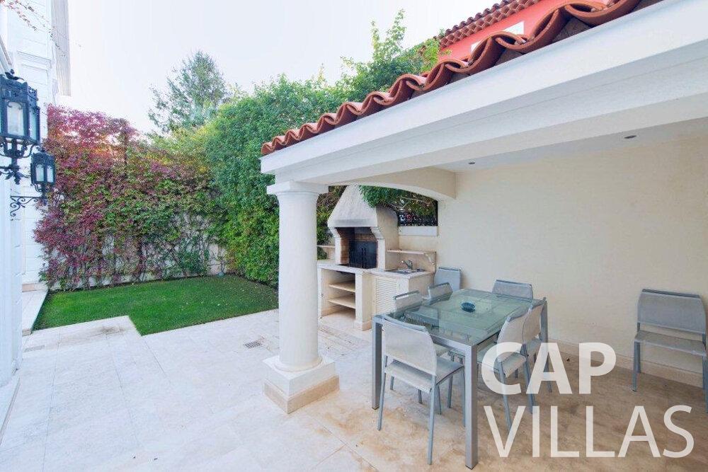 rent Villa Violet cap ferrat bbq area
