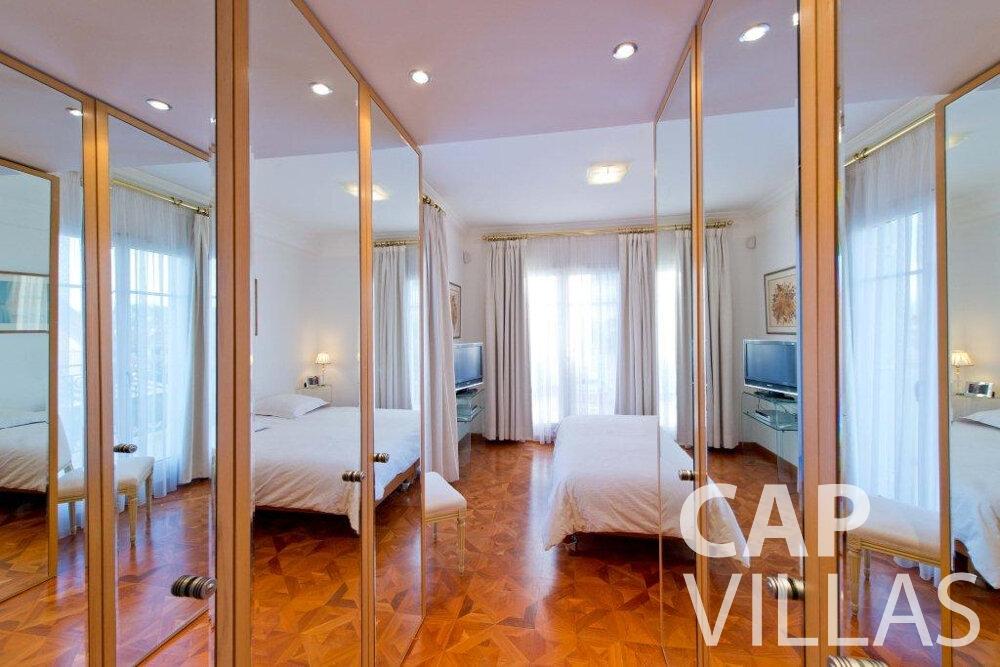 rent Villa Violet cap ferrat bedroom