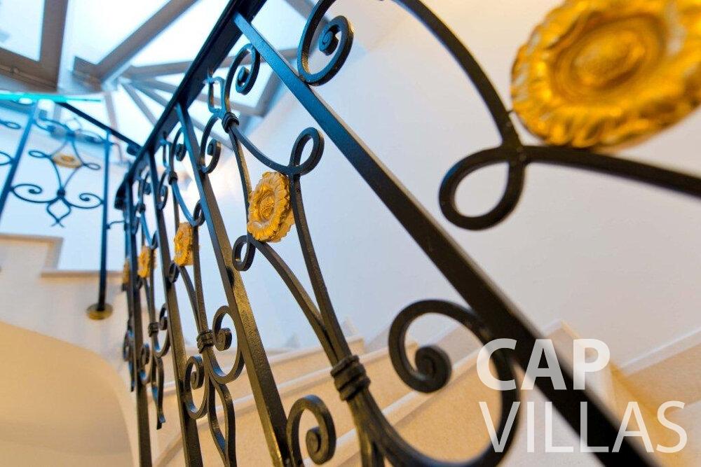 rent Villa Violet cap ferrat staircase