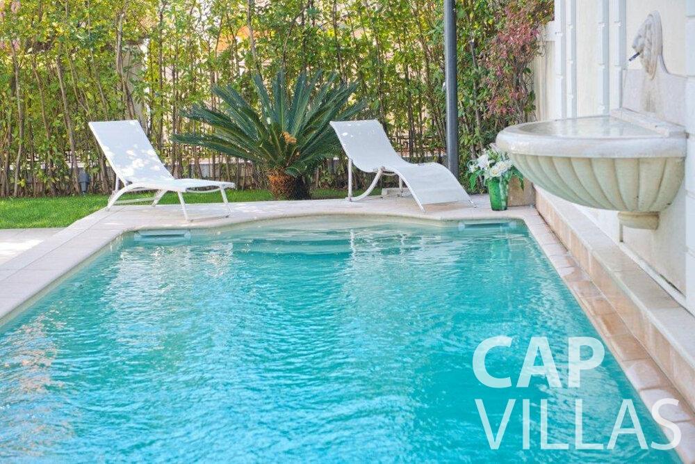 rent Villa Violet cap ferrat swimming pool