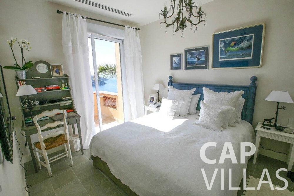 let Villa Azalea villefrenche bedroom