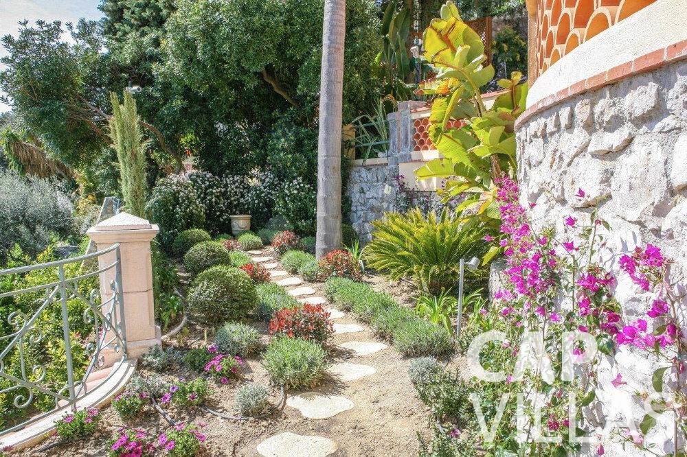 rent Villa Azalea villefrenche garden
