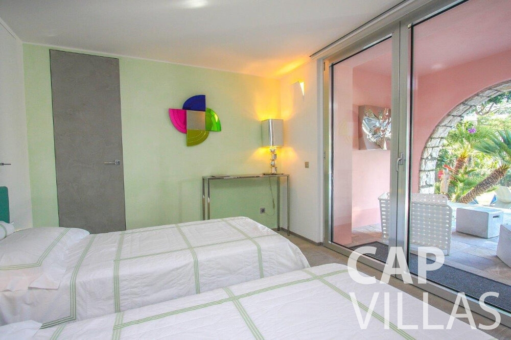 let Villa Dahlia cap ferrat bedroom