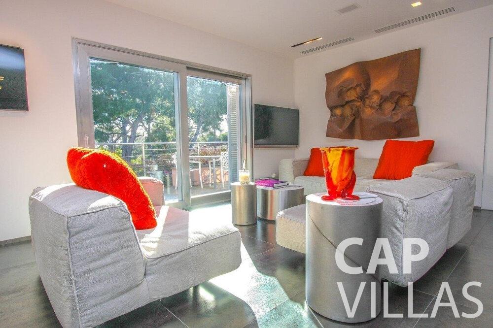 let Villa Dahlia cap ferrat living area
