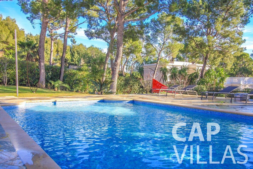 let Villa Dahlia cap ferrat swimming pool