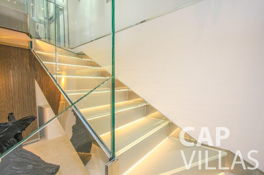 rent Villa Dahlia cap ferrat staircase