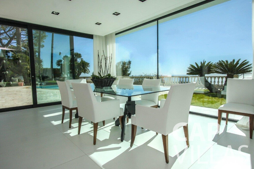 let Villa Flora cap martin roquebrune dining area