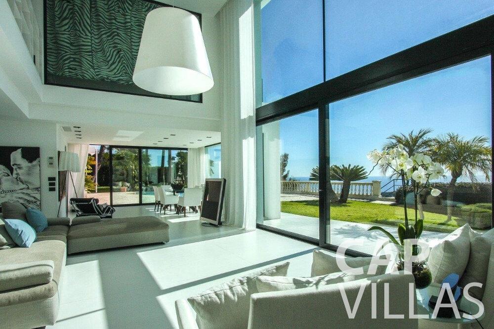 let Villa Flora cap martin roquebrune living area