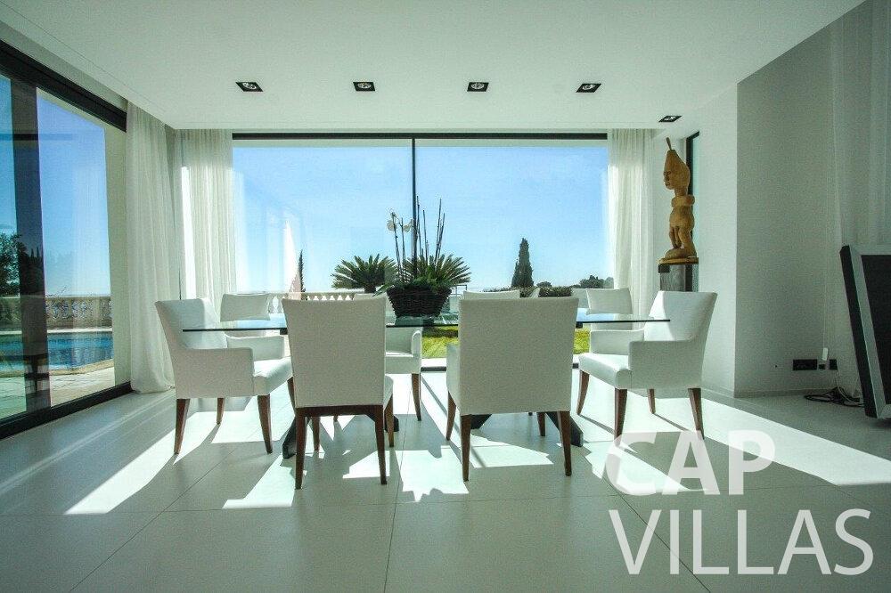 rent Villa Flora cap martin roquebrune dining area