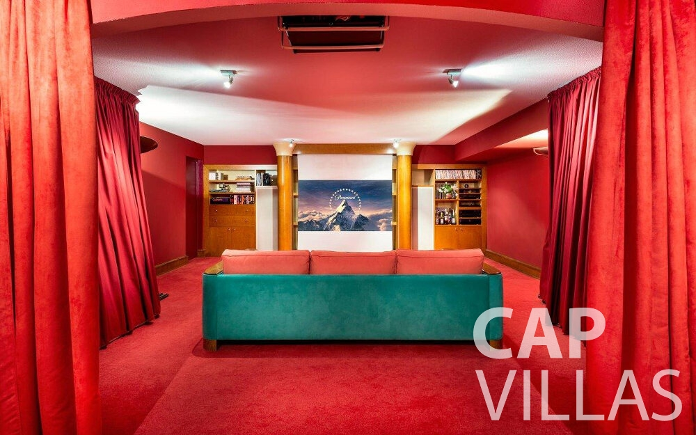 rent Villa Orchid cap dail movie room