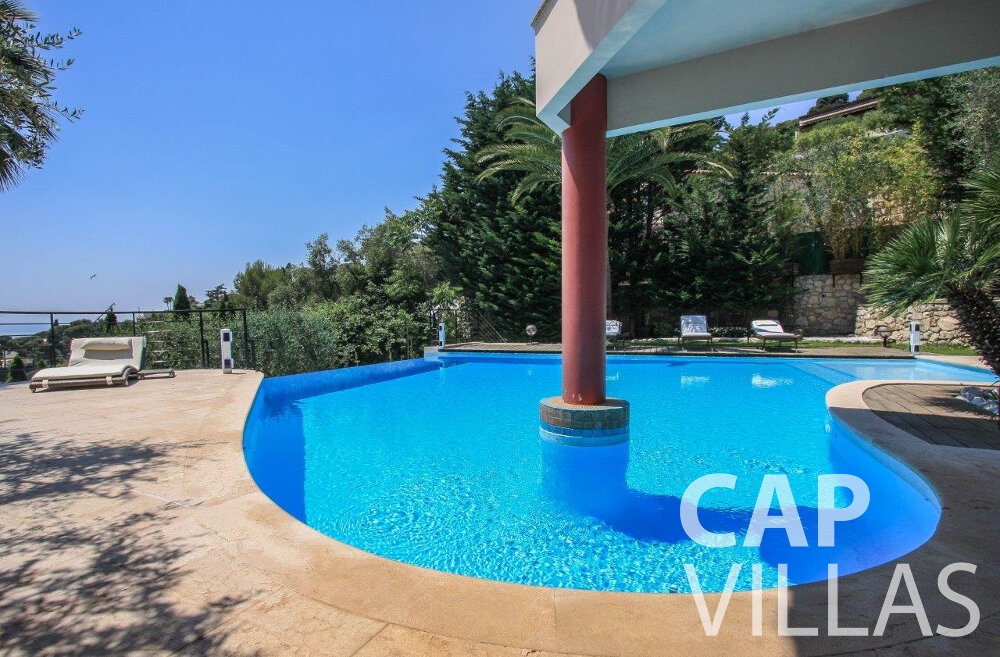 villa for sale villefranche pool column