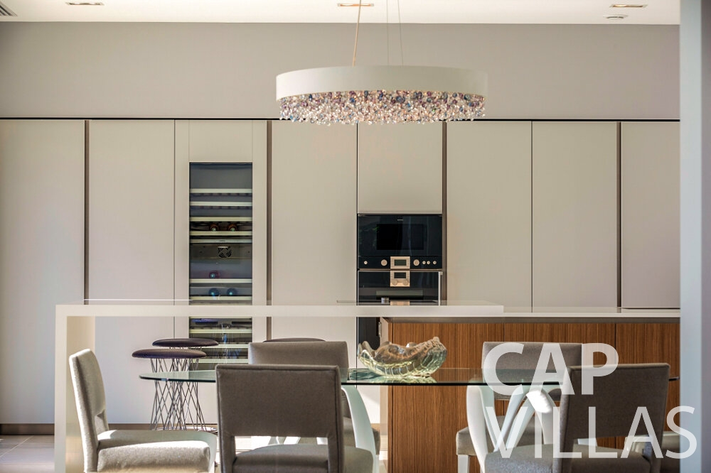 rent Villa Rose villefranche kitchen area
