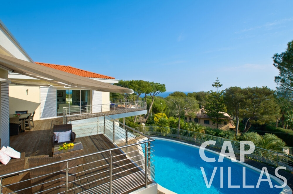 villa for sale cap ferrat balcony