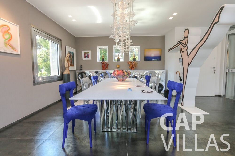 villa for sale cap ferrat dining room