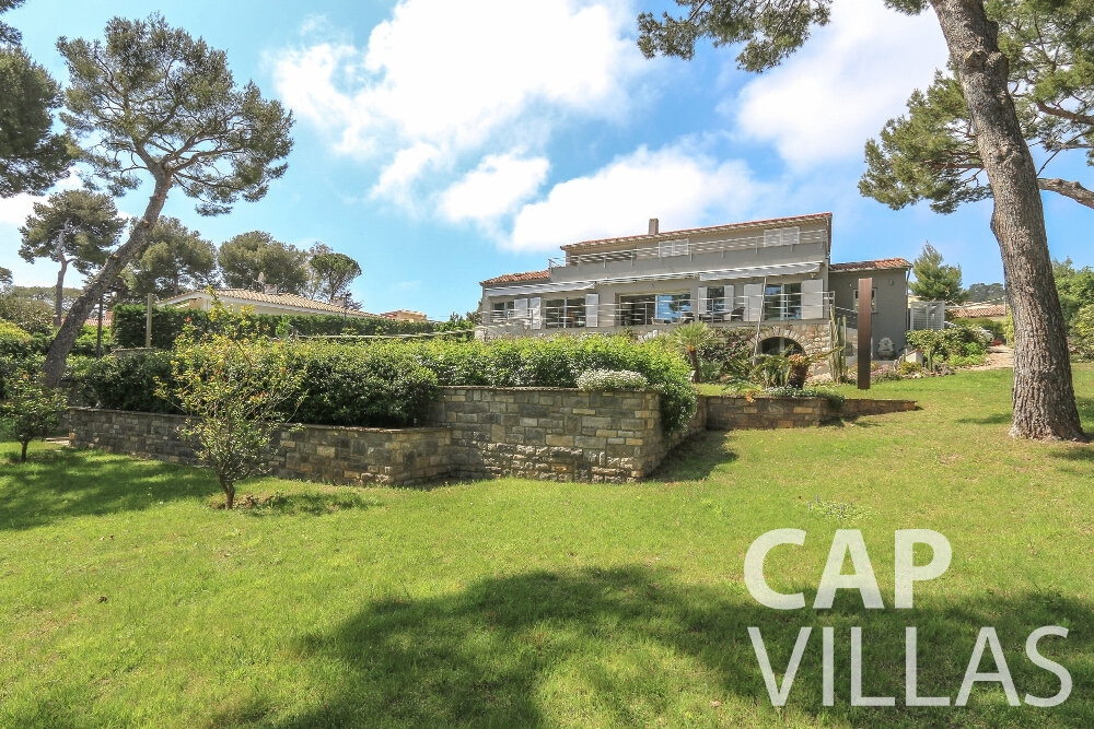 villa for sale cap ferrat garden