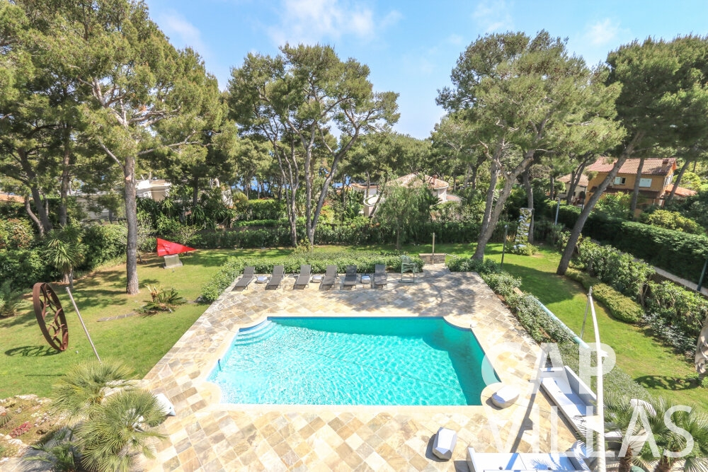 villa for sale cap ferrat pool garden