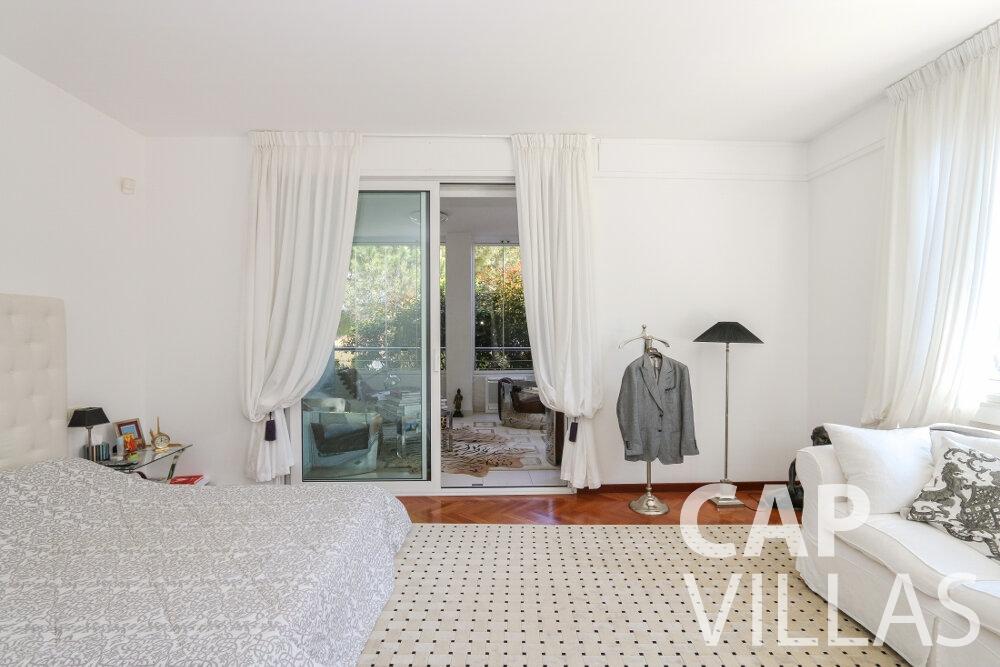 let Villa Saffron cap martin roquebrune bedroom