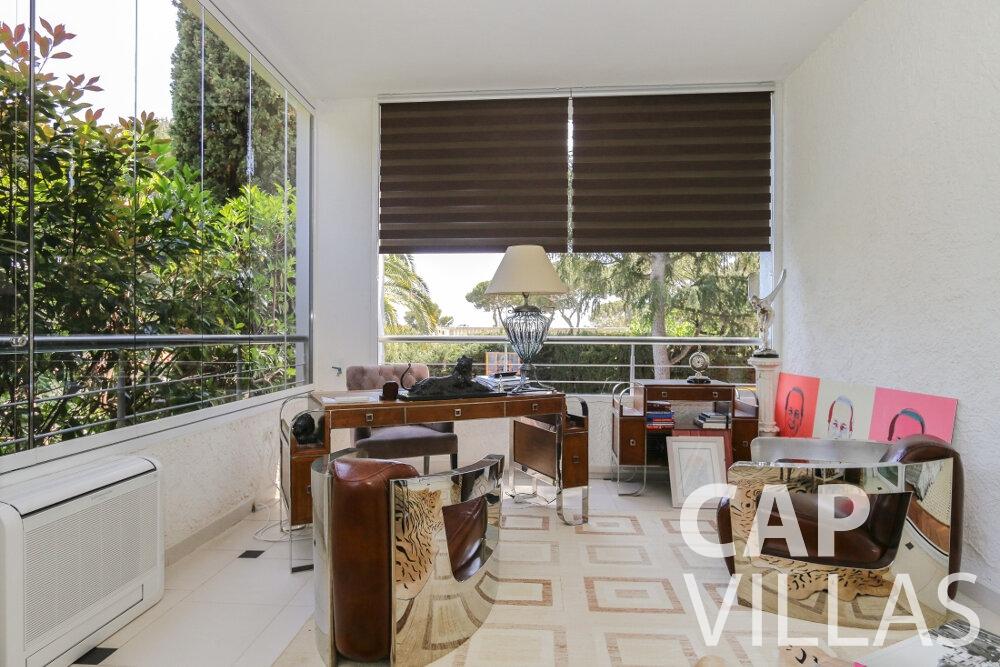 let Villa Saffron cap martin roquebrune office room