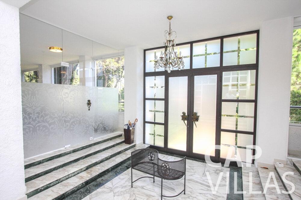 rent Villa Saffron cap martin roquebrune entrance hall