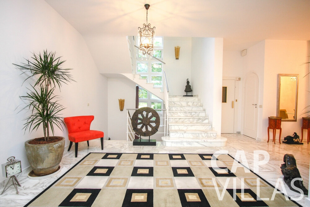 rent Villa Saffron cap martin roquebrune hallway