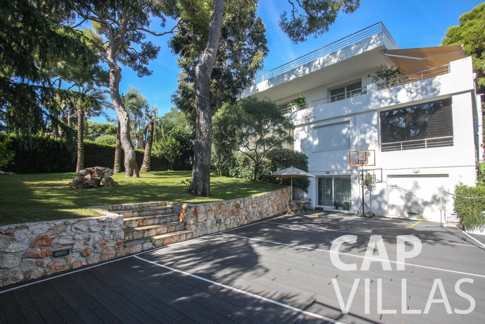 rent Villa Saffron cap martin roquebrune parking