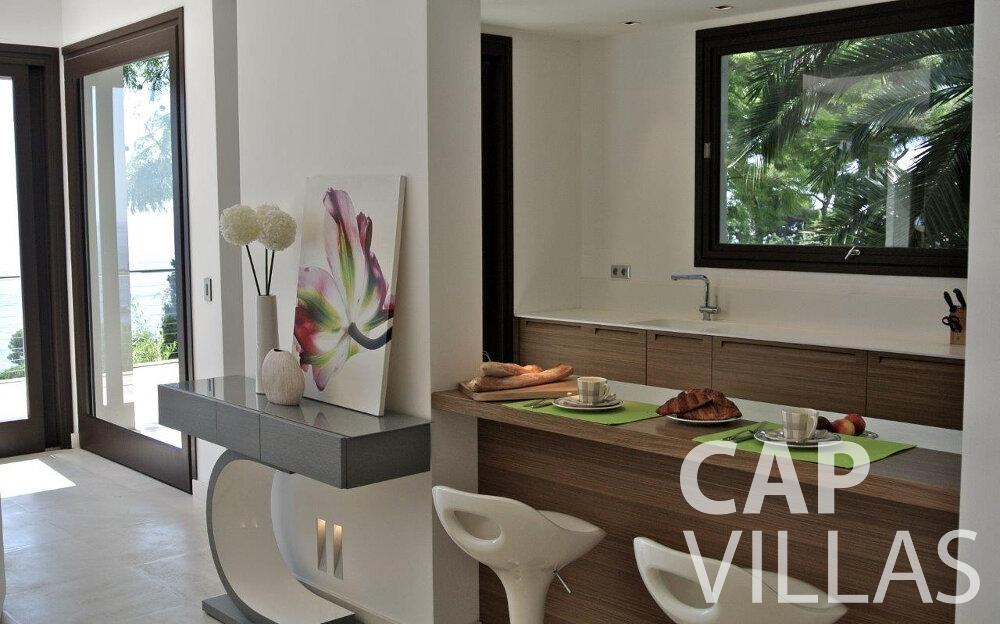 villa for sale eze breakfast bar