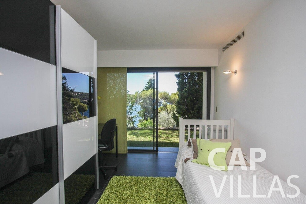 let Villa Bluebell cap ferrat bedroom