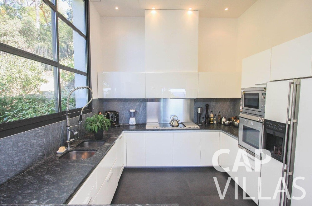 rent Villa Bluebell cap ferrat kitchen