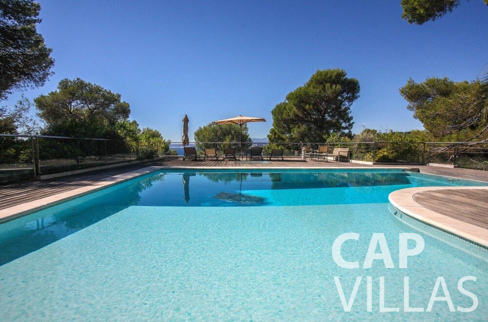 rent Villa Bluebell cap ferrat swimming pool