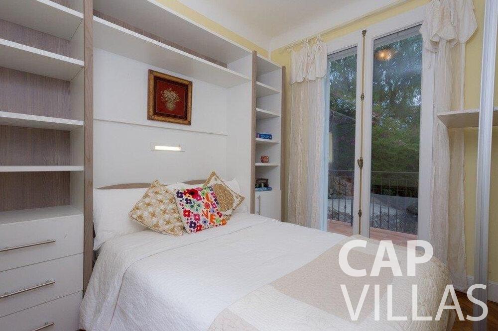 let Villa Hazel cap martin roquebrune bedroom