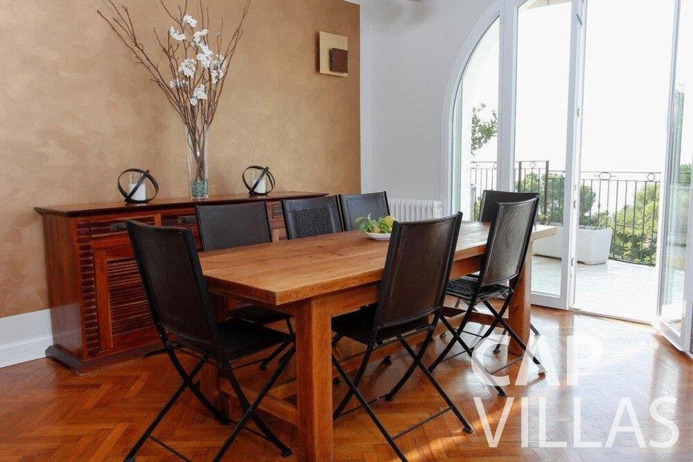 let Villa Hazel cap martin roquebrune dining area