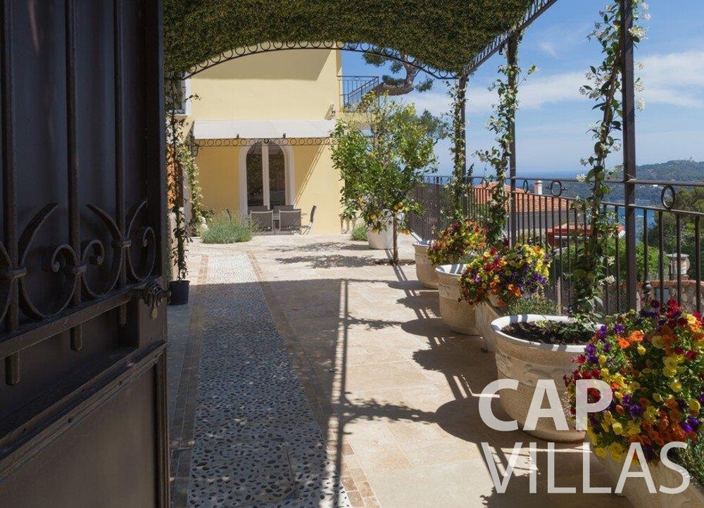 let Villa Hazel cap martin roquebrune terrace