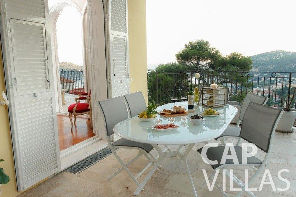rent Villa Hazel cap martin roquebrune terrace dining area